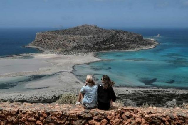 Greqia rihapet për turistët