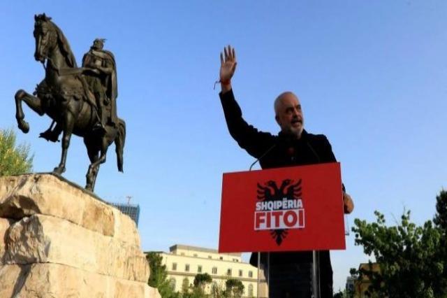 """""""Shqipëria është një demokraci adoleshente"""", Rama për """"Financial Times"""": Po rritet dhe do ta arrijë pjekurinë shpejt!"""