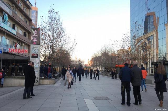 Sot hyjnë në fuqi masat e reja në Kosovë, nga heqja e maskës dhe orës policore te zgjatja e orarit për restorantet