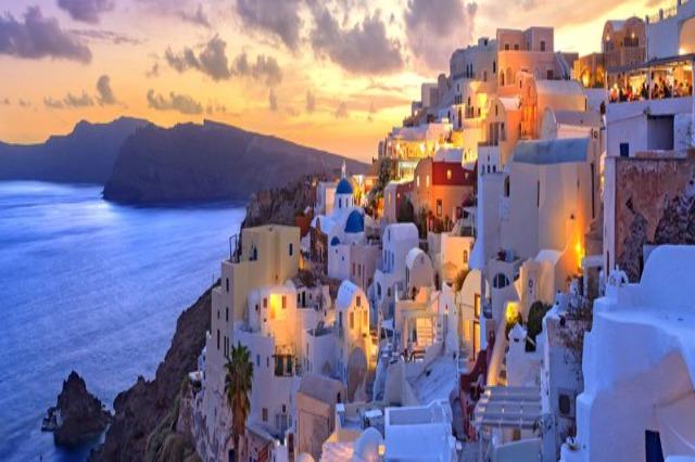 Borxhi publik kapërcen 200 për qind, Greqia mban shpresën te turistët