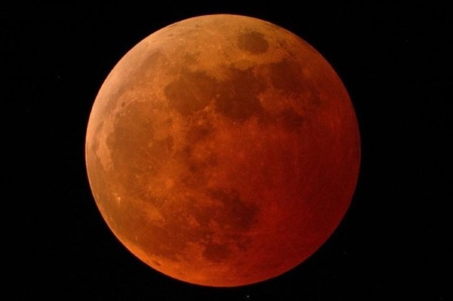 Hëna e përgjakur, çfarë nuk duhet të bëni në këtë periudhë sipas astrologut turk