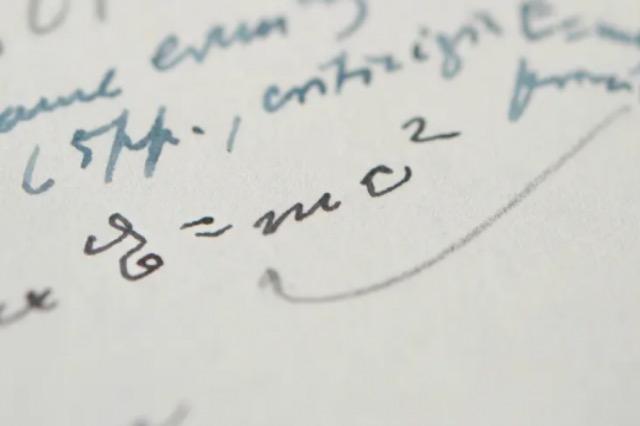 Shitet në ankand letra me formulën e famshme, e shkruar nga Ajnshtajni