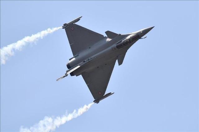 Egjipti nënshkruan marrëveshje për blerjen e 30 avionëve Rafale nga Franca