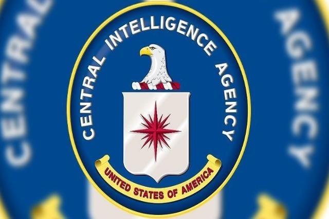 Agjentët e FBI-së qëllojnë një person para selisë qendrore të CIA-s