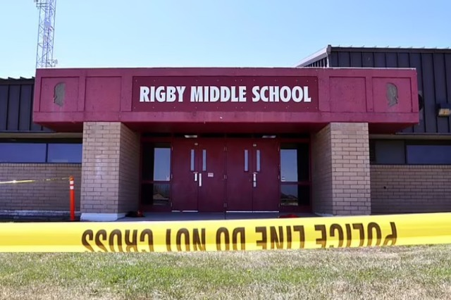 11-vjeçarja plagos dy nxënës dhe një mësues me armë