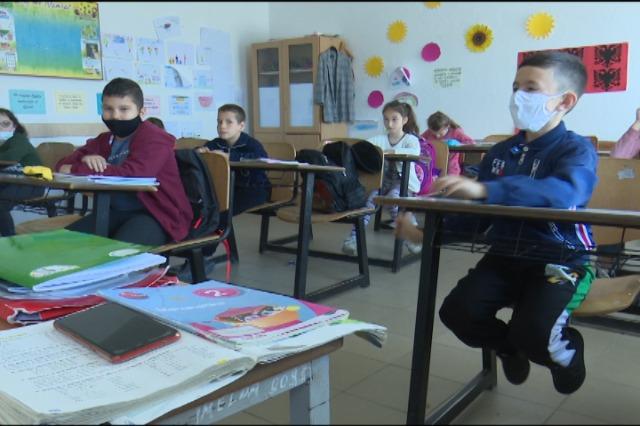 Gjirokastër, nxënësit e parauniversitarit mirëpresin rikthimin në shkollë
