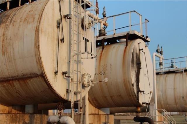 Irani dërgon në Siri cisterna me 1.4 milion fuçi të naftës së papërpunuar