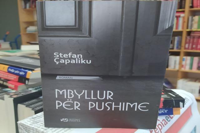 """""""Mbyllur për pushime"""",  Dr. Stefan Çapaliku sjell një roman për fatet njerëzore në 1943-1944"""