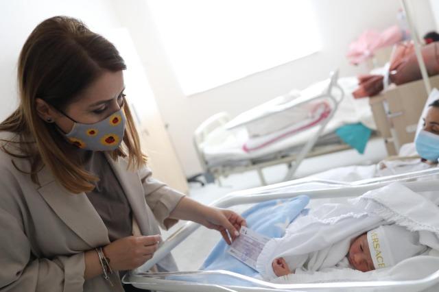 Vjen në jetë fëmija i parë në maternitetin e ri modern të Lezhës