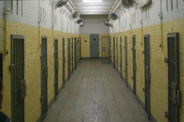 Burgjet zbusin masat, rikthehen takimet me familjarët dhe lejet e veçanta