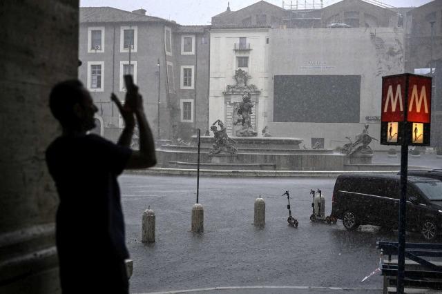 Roma nën ujë, stuhia përmbyt kryeqytetin italian