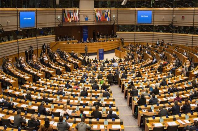 Rezoluta e PE: Të hiqet dorë nga e drejta e autorit për prodhimin e vaksinave anti-Covid