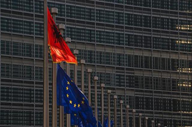 Franca dhe Holanda: Te hapen negociatat për Shqipërinë dhe Maqedoninë e Veriut!