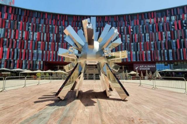 """Inaugurohet skulptura """"Big Bang"""" në """"Sheshin Italia"""", Veliaj: """"Një copëz Itali në Tiranë!"""