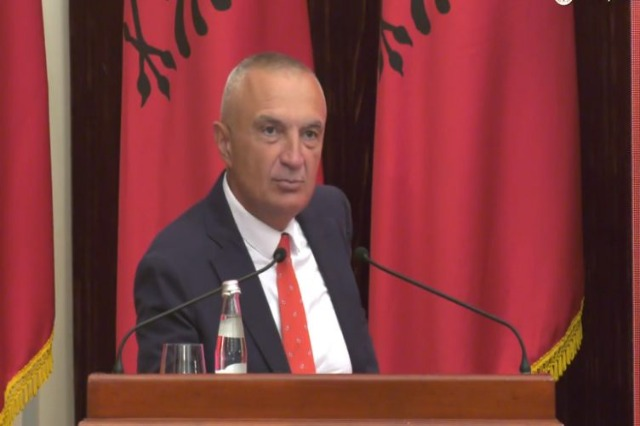 Presidenti Meta nuk njeh vendimin e parlamentit: Do të pres vendimin e Gjykatës Kushtetuese!