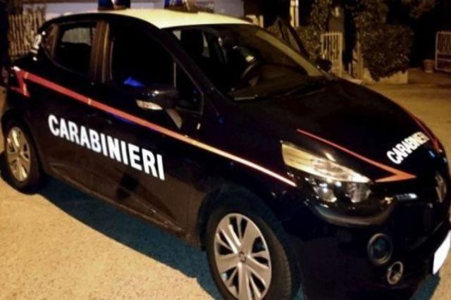 Goditet një grup shpërndarësish droge në Itali, 25 në pranga. Shisnin në oborrin e banesës