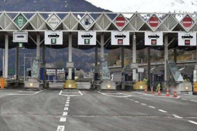 Mali i Zi hap kufinjtë për turistat