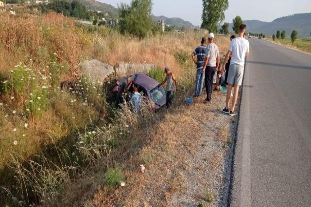 Po ktheheshin nga Greqia, makina me 4 anetarë bie në kanal, plagoset rëndë shoferi