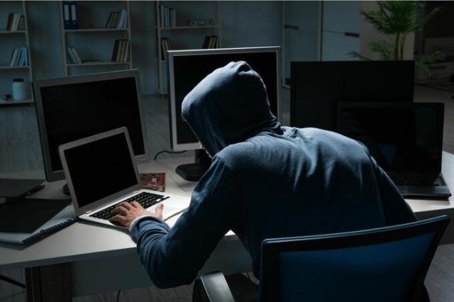 Gjykata lë në burg 4 të arrestuarit për mashtrimin online