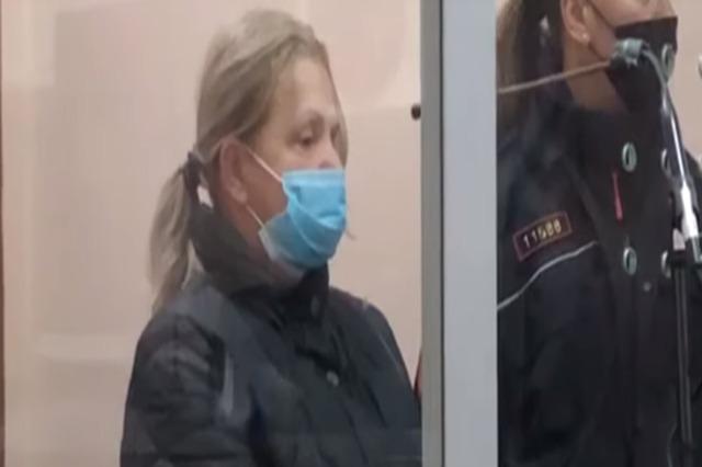 """Lirohet nga burgu sanitarja që mori rryshfet,  gjykata lë në """"arrest shtëpie"""" Tire Alldervishi"""