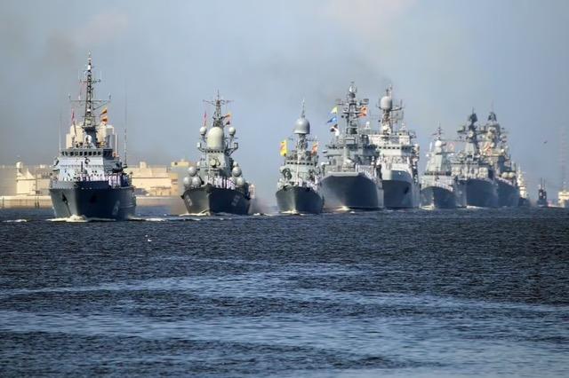 Rusia bëhet gati për të treguar forcën ushtarake