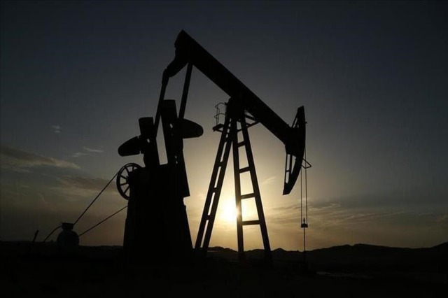 Çmimi i naftës mbi 70 dollarë pavarësisht shqetësimeve mes përhapjes së variantit Delta