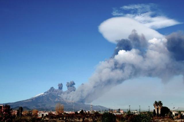 Shpërthimi i Etnas mbyll aeroportin e Katanias