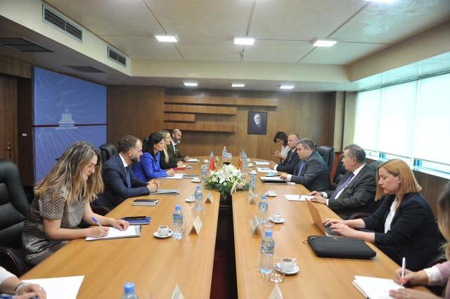 Ministrja e Drejtësisë Etilda Gjonaj priti homologun e saj nga Maqedonia e Veriut, Bojan Marichikj