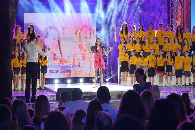 """Shkodër, përmbyllet edicioni i 59 i festivalit. Marina Daka merr çmimin e parë me këngën """"Princesha e babait"""""""