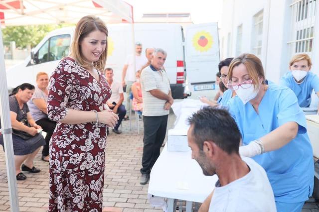 Manastirliu thirrje qytetarëve: Shfrytëzoni fundjavën për të marrë dozën antikovid!