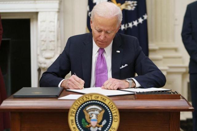 Gjashtë muajt e parë të presidencës Biden nën hijen e Trump dhe Covid-19