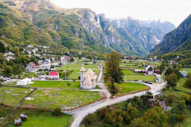 """""""Eja në shtëpi"""", Kryeministri Rama uron mirëseardhjen shqiptarëve të diasporës në sezonin turistik"""