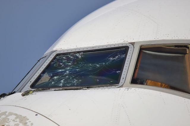 Ulje emergjente e një avioni në Malpensa, u dëmtua nga breshëri