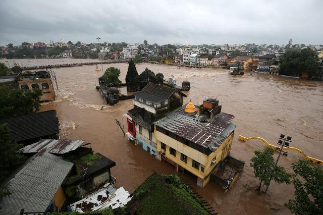 Indi, 136 viktima nga përmbytjet