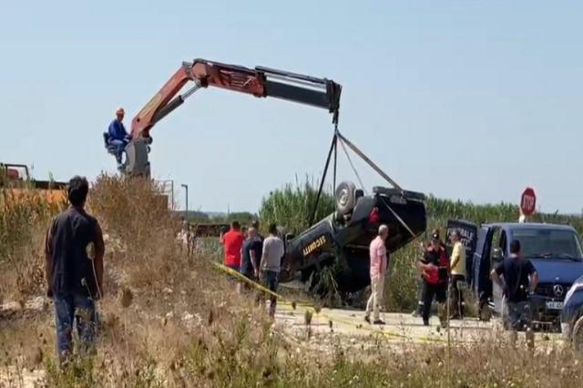 Fier, makina përmbyset në kanalin me ujë, dy persona humbin jetën