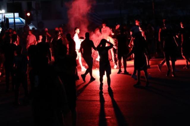 Protesta të dhunshme në Athinë, kundërshtohet vaksinimi i detyrueshëm