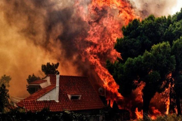 Zjarret në Greqi, BE ofron ndihmë: 700 punonjës, 9 avionë dhe 100 mjete