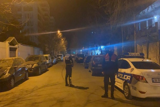 Atentat 24-vjeçarit në Berat, u qëllua me 6 plumba, policia shpall në kërkim dy autorët