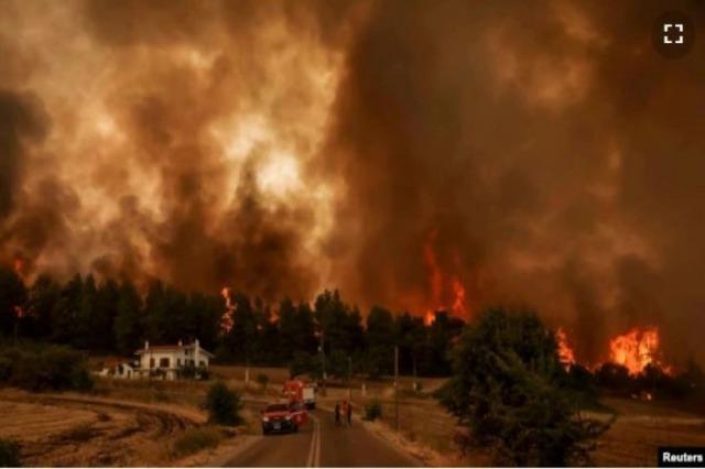 Zjarre masive në ishullin grek të Evia