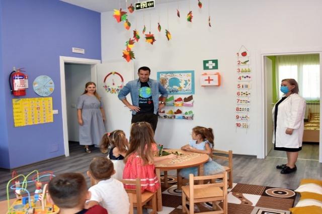 """Përurohet kopshti i ri """"Bletëza Maja"""" në Fikas, Veliaj: Ofrojmë të njëjtin shërbim për fëmijët, si në qendër edhe në periferi"""