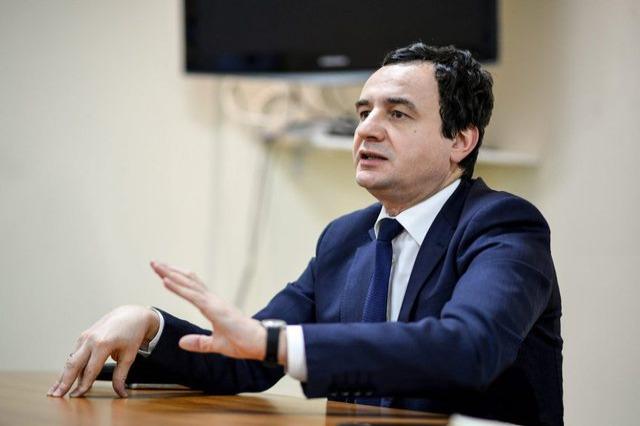 5 ambasadorë në zyrë Kurtit për targat, kryeministri nuk tërhiqet