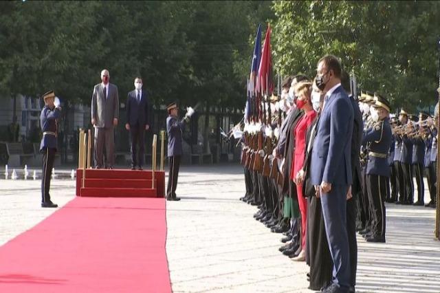 Kryeministri Rama nis vizitën në Kosovë, pritet në ceremoni zyrtare nga Albin Kurti
