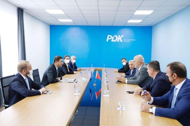 Kryeministri Rama në Kosovë, takime me drejtues të partive politike