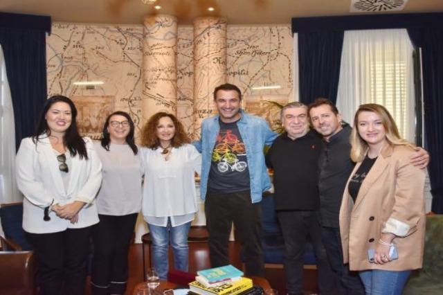 Glykeria mbërrin në Tiranë për koncertin që do ndezë sonte Amfiteatrin