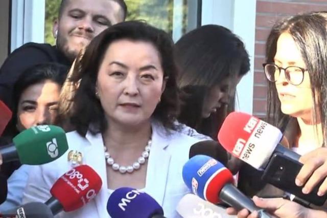Ambasadorja e SHBA-së takon Bashën: Nuk ecet përpara me një këmbë tek e shkuara