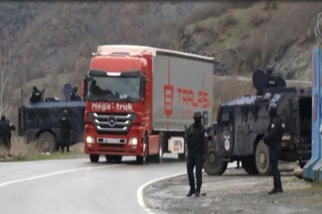 Serbi-Kosovë, tensione në kufij, Kurti: Reciprociteti i targës nuk cënon lëvizjen e lirë të serbëve