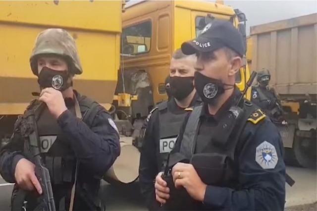 Kosova rikthen reciprocitetin me Serbinë, nga sot asnjë makinë me targë serbe nuk lejohet në territorin e saj