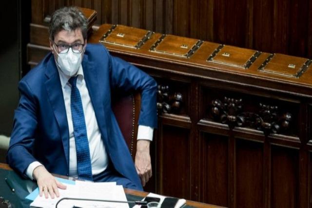 Italia pasaporta vaksinimi COVID-19 për të gjithë punonjësit