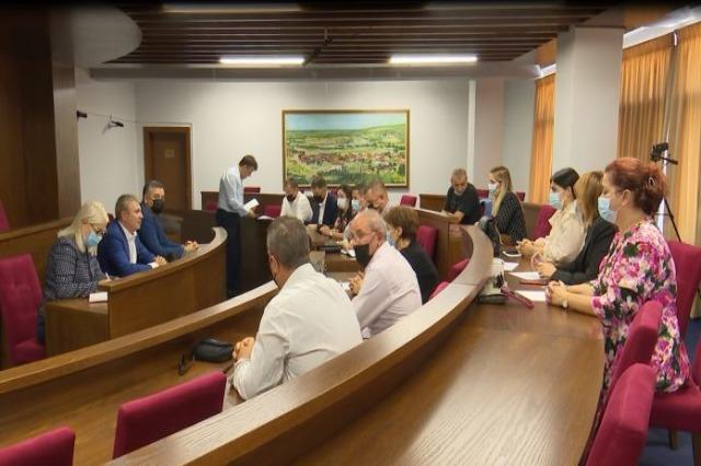 Gjiknuri prezanton Blendi Klosin si drejtues politik në Qarkun e Lezhës