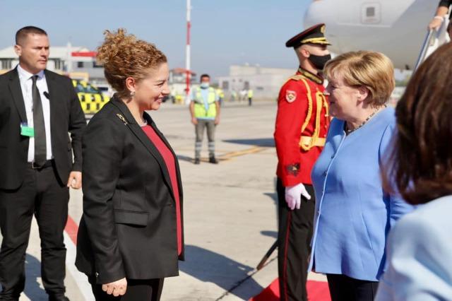 Merkel mbërrin në Shqipëri